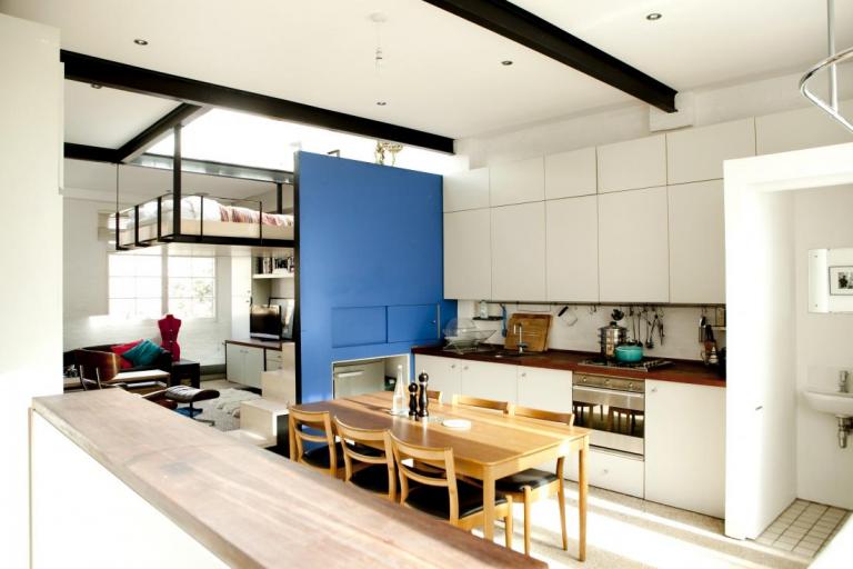 Dôvtipne vyriešený byt, ktorý šetrí priestorom
