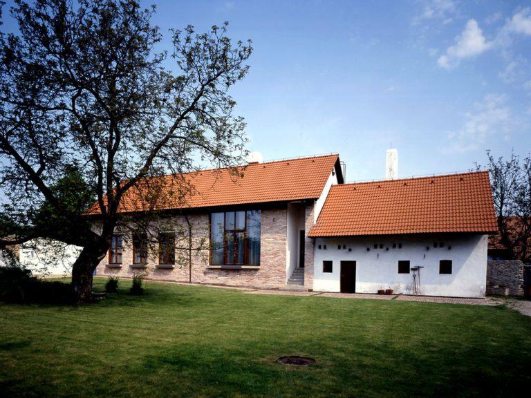 Starostlivá prestavba poľnohospodárskej usadlosti na rodinný dom