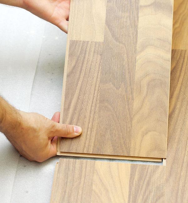 Podlahové vykurovanie obmedzuje výber krytiny  Mnoho ľudí si myslí, že podlahové vykurovanie je vhodné len pod keramickú dlažbu. Tento mýtus však už dávno vyvrátili odborníci aj skúsenosti užívateľov podlahového vykurovania. Na podlahové vykurovanie môžete položiť aj laminátovú adrevenú podlahu, prípadne prírodný kameň. Je však nevyhnutné dodržať odporúčania výrobcu pri inštalácii, ako aj technické parametre navrhnutého podlahového vykurovania.