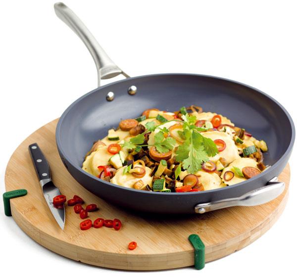 GreenPan Stockholm, wok panvica skeramickým povrchom, pri zahriatí nad 260 °C neuvoľňuje toxické výpary, dobrá  tepelná vodivosť, 78,30 €, vasekuchyne.sk