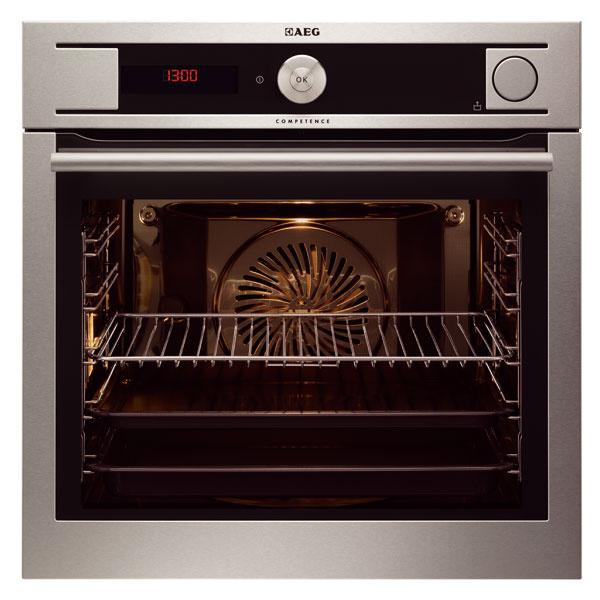 Parná rúra na pečenie AEG BS931440NM Kombinuje teplovzdušný ohrev s parným programom. Program s 25 % pary pripraví chrumkavú kôru na hydine so šťavnatým a mäkkým vnútrom. Pre chrumkavé pečivo je vhodný program s 50 % pary a maximum vitamínov, vôní a farieb si uchovajú potraviny pri 100 % pare. Rúru dopĺňa teplotná sonda.