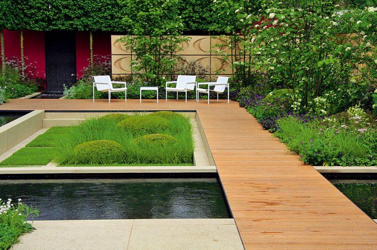 Reprezentatívna mestská záhrada s nádhernou kompozíciou rastlín