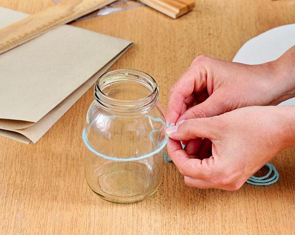 Pomocou bavlnky odmerajte hrúbku pohára.