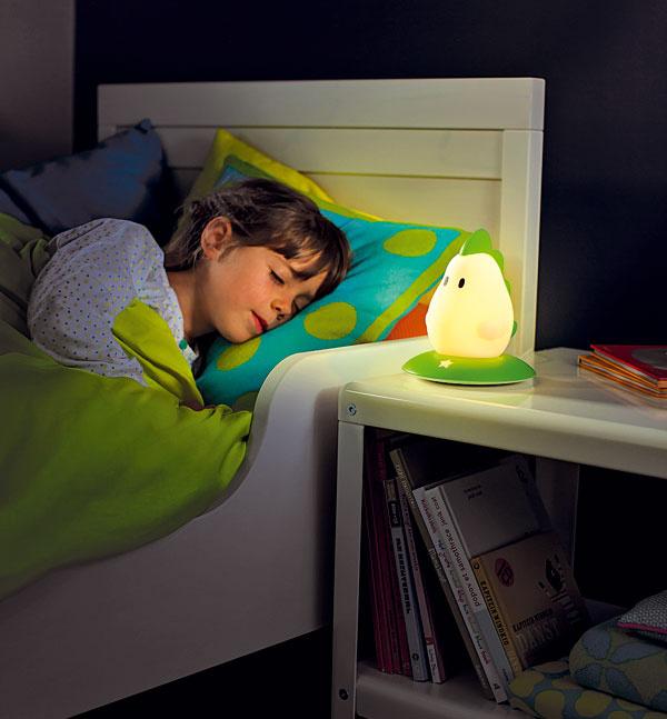 Zelený dráčik Drago od Philipsu postráži každé dieťa, aby sa v noci nebálo.
