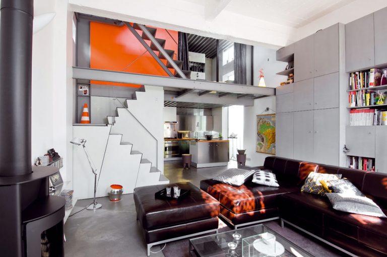 Výsledkom odvážnej prestavby je rodinný dom zo skla a ocele