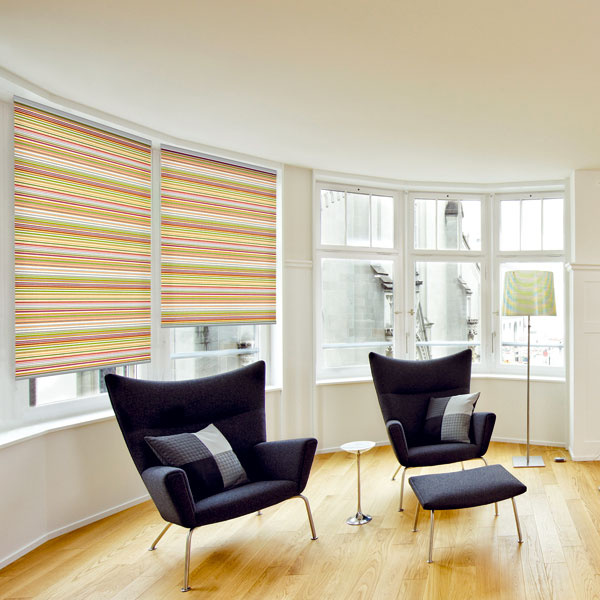 Rolety Jednoduchá adekoratívna ochrana súkromia vhodná do moderného interiéru apre tých, ktorých nebaví čistiť žalúzie. Interiérové rolety farebne doladia interiér aochránia pred zvedavými pohľadmi, môžete nimi miestnosť aj zatemniť.