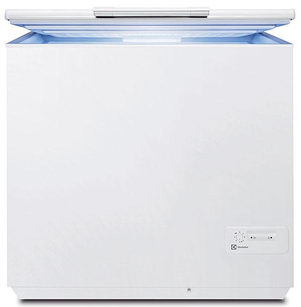 Electrolux EC2800AOW, energetická trieda A+, spotreba 250 kWh/rok, objem 263 l, kapacita mrazenia 16 kg/24 h, čas skladovania bez elektrického prúdu 32 h, LED kontrolky, krytý kondenzátor, hlučnosť 45 dB, 419 €