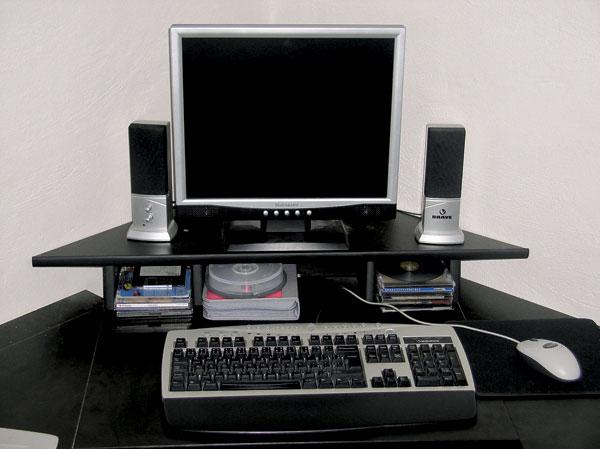 Stolík pod počítačovú zostavu