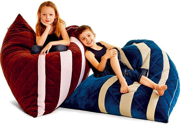 Vak na sedenie Tweens od firmy Small World – H.C. Andersen, textil, guľôčková výplň, dá sa dopĺňať, výška 120 cm, 241 €, alax.cz