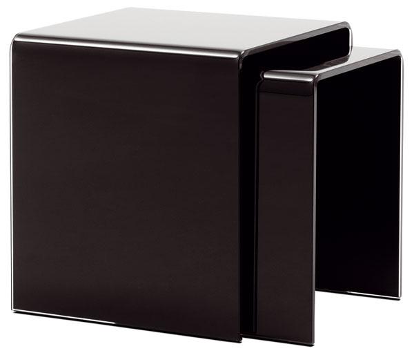 Nízke stolíky Occa 2012 z čierneho skla, 39/36 × 36/30 × 36/30 cm, 219€/2ks, BoConcept, LightPark