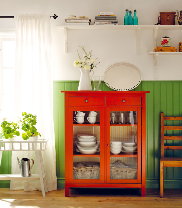 Červená a zelená v interiéri