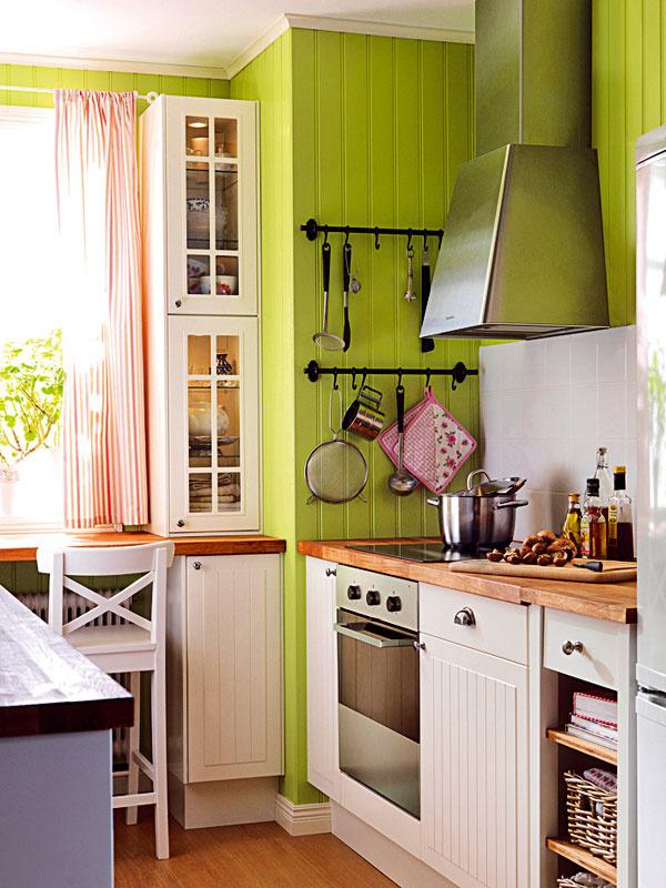 Romantika a vidiecky štýl stále pretrvávajú a majú dostatok fanúšikov aj v mestskom prostredí. Dôležité je neprehnať to s dekoráciami a drobnosťami, aby kuchyňa mohla dýchať.
