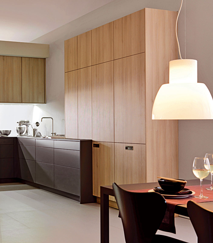 Inou cestou je škandinávska jednoduchosť, ktorá je obzvlášť populárna už niekoľko rokov. Napriek strohosti vytvára priateľskú a domácku atmosféru aj vďaka dreveným textúram. (foto: Leicht)
