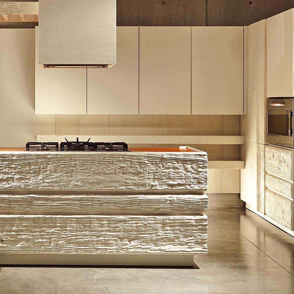 S absolútnou novinkou prichádza firma Marchetti. Hrubosť neopracovaného dreva povyšuje na dizajnový prvok a dekoratívny artefakt, ten však farebne zjednocuje s kontrastným hladkým a lesklým povrchom ostatných prvkov.