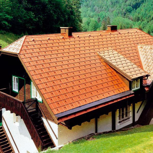 Množstvo arozmiestnenie snehových zábran by mal vypočítať odborník, ktorý navrhuje celú strechu, ado úvahy musí brať snehovú oblasť, sklon strechy, ale aj materiál aformát krytiny.