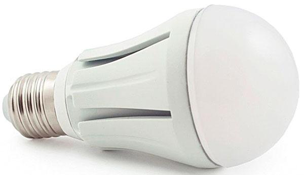 Ako ušetriť 90 % energie?  Vymeňte staré žiarovky za nové úsporné. LED žiarovky emitujú príjemné svetlo, ktoré nebliká a pri ktorom sa oči toľko neunavujú. Súčasné modely majú dlhšiu životnosť a nižšiu poruchovosť. LED žiarovka Premium LED SMD 5630 je určená do svietidiel s päticou E27. Je vhodná do sadrokartónu aj do otvorených svietidiel. Jej príkon je 10 W, životnosť 50 000 h a vydáva teplé biele svetlo.  12,80 €, www.smdledziarovky.sk