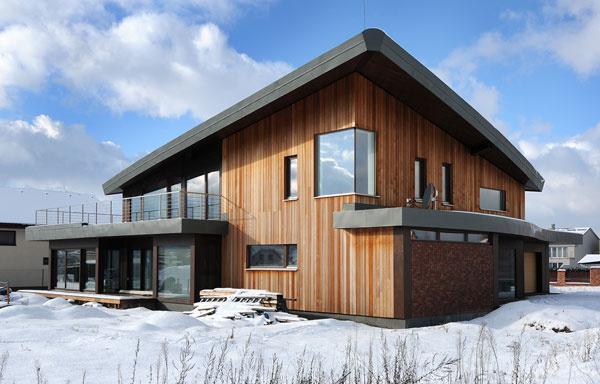 Energia do domu prichádza cez preslnenú zimnú záhradu