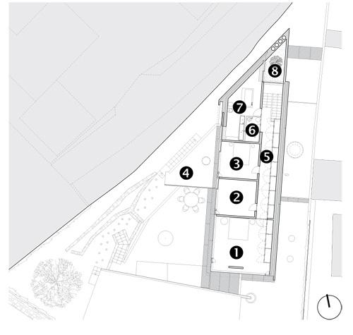 Pôdorys 2. NP 1 – spálňa rodičov 2 – detská izba 3 – hosťovská izba 4 – terasa 5 – chodba 6 – sprcha 7 – kúpeľňa aWC 8 – átrium na podeste