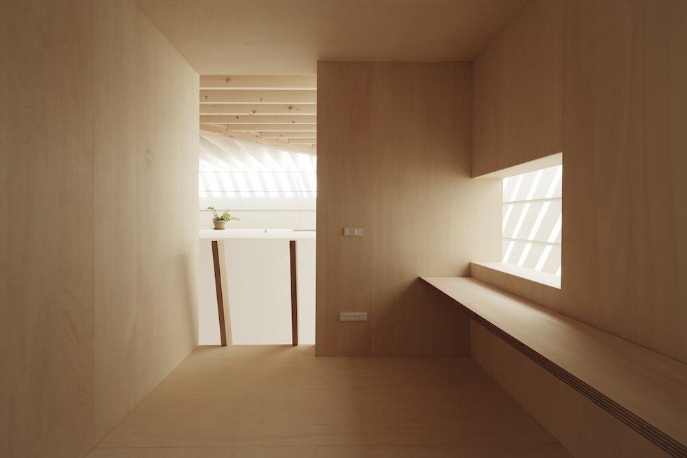 Zo všetkých izieb je možné prejsť do kuchyne v dolnej časti.