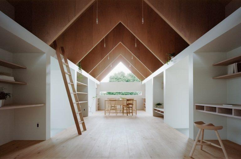 """Rodinný dom """"po japonsky"""" čaruje s denným svetlom v interiéri"""