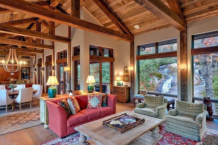 Izby poskytujú vďaka obrovským oknám skvelý výhľad na okolitú prírodu.