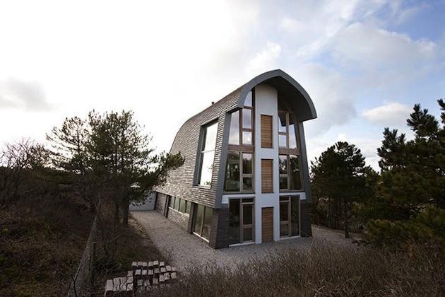 Stali sa vlastnými klientmi a postavili si vysnívaný dom