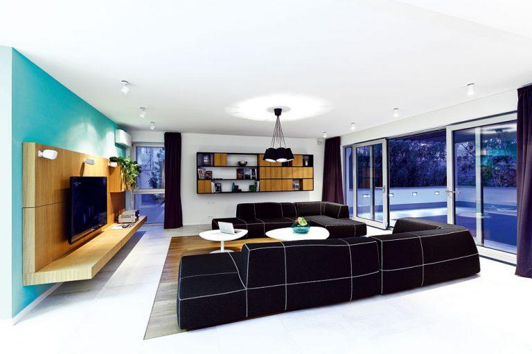 Spojením dvoch bytov získali obrovskú plochu náročnú na zariadenie