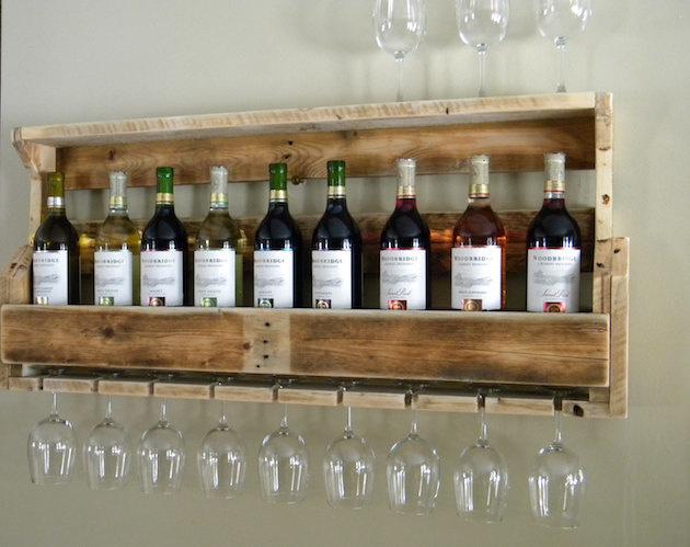 Máte radi víno? Vyrobte si regál na víno z palety. Veľmi jednoduché a praktické  riešenie.