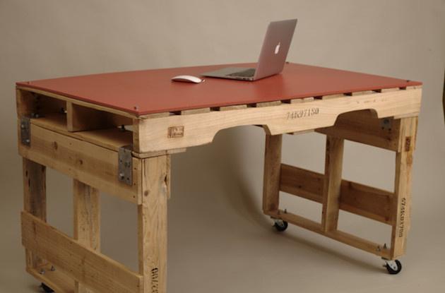 Jednoduchý a elegantný stolík pochádza z dielne Studio Levant.