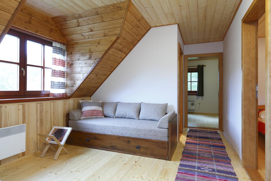 Realizáciu interiéru podkrovných priestorov zvládli majitelia sami.