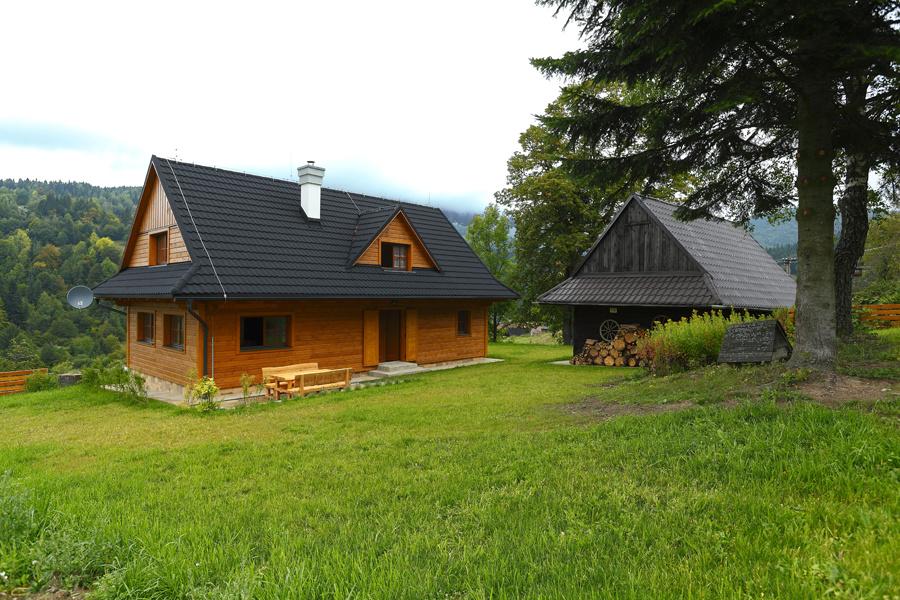 Slovenská drevenica postavená v tradičnom duchu ale moderným spôsobom