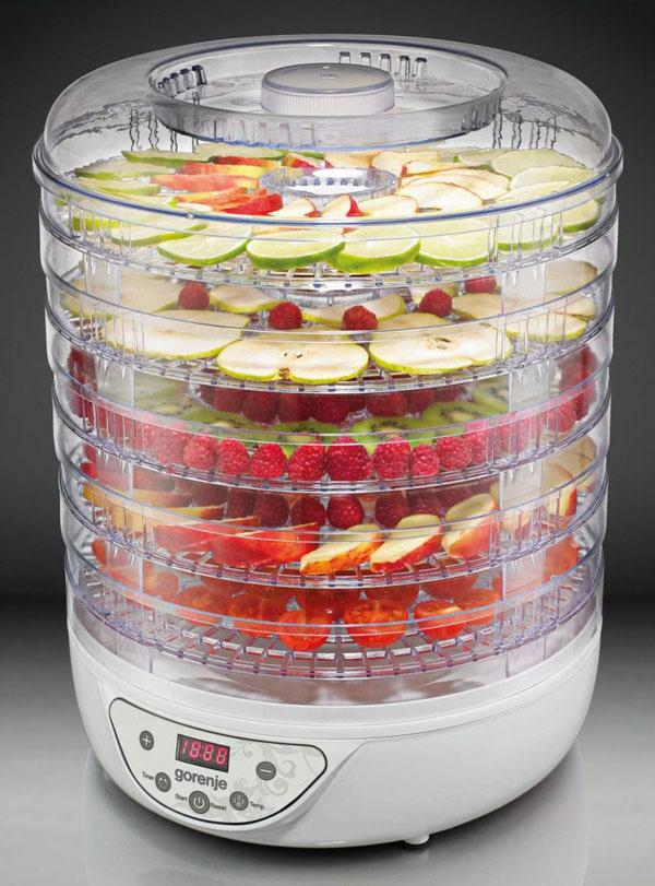 Sušička potravín , päť demontovateľných , výškovo nastaviteľných zásobníkov s priemerom 31 cm . vhodné pre sušenie ovocia , zeleniny , húb , byliniek či rôznych druhov mäsa , digitálny časovač s možnosťou nastavenia na 30 min . až 19 hod , rozsah použiteľných teplôt 35   až 70   Sk