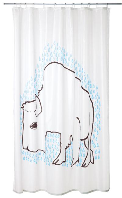 Sprchový záves so vzorom môže, ale aj nemusí byť lákadlom na dennú očistu. Keď už nič iné, aspoň rozveselí kúpeľňu avode vymedzí jasné hranice. Záves TYDINGEN, 6,99 €, IKEA