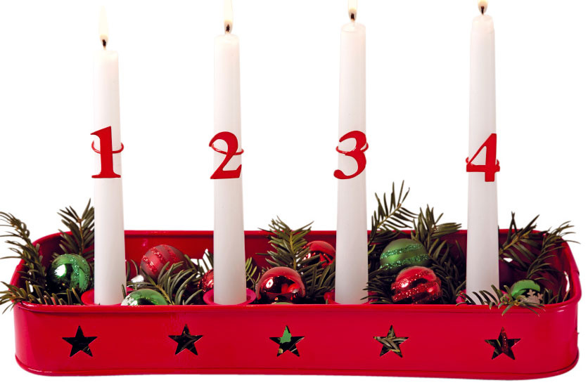 Podnos na sviečky, lakovaný kov, sčíslami, 32 × 5 × 13 cm, 12,95 €, Tchibo