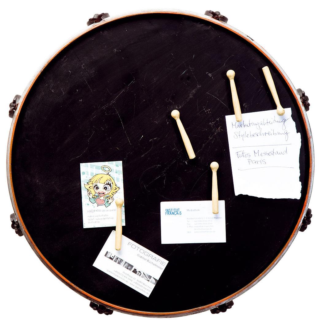 Magnetická tabuľa Drummer, lakovaná oceľ, šesť magnetiek, 46 × 44 cm, 94,90 €, Kare, Light Park