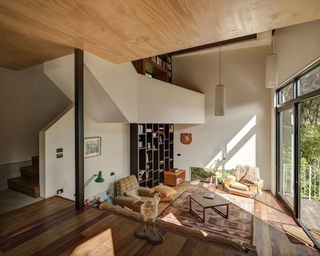 Prírodné bývanie v priestrannom čiernom kontajneri
