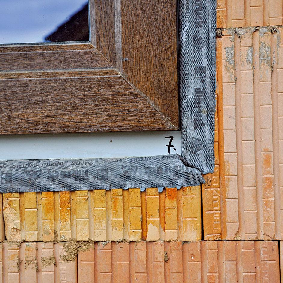 Vzorové osadenie okna – detail pripojovacej škáry zexteriéru.
