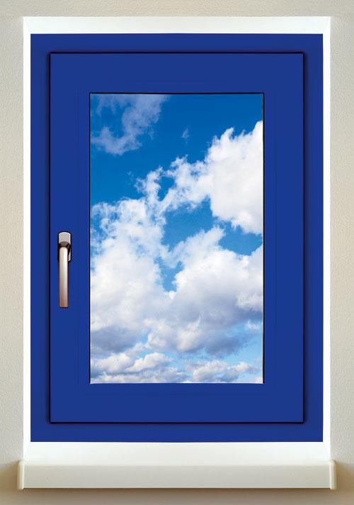 Hliníkové okná Slovaktual zprofilového systému Heroal sú vponuke vdesiatkach farieb adekorov. Kovanie so skrytými pántmi zvyšuje tesnosť okna aje praktické ina údržbu. Profily Heroal 110 ES patria do najvyššej tepelnoizolačnej série – trojkomorový profil stepelnou izoláciou aizolačným trojsklom sUg = 0,6 W/(m2 . K) dosahuje Uw = 1,1 W/(m2 . K).