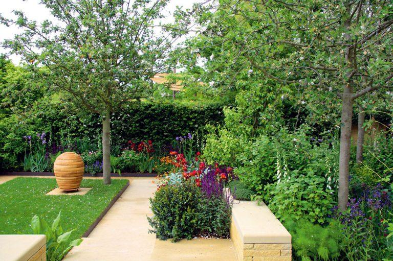 Ako skĺbiť okrasnú a úžitkovú časť záhrady
