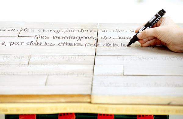 Text prepísaný na latky obtiahnite čiernou fixkou.