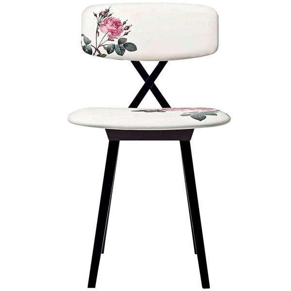Stolička 5 o´clock, dizajn Nika Zupanc, masívne bukové drevo sčalúnením, 46 × 80 × 46 cm, 676,48 €, www.designpropaganda.com