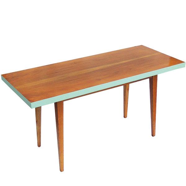 Pôvodný konferenčný stolík zo 70. rokov s tyrkysovým lemovaním, 150 × 50 × 60 cm, 125,50 €, www.novoretro.net