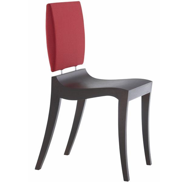 Stolička Finn, drevené sedadlo (tmavohnedá alebo dub sebenovým zafarbením), čalúnené operadlo, dizajn Thibault Desombre, od 559 €, Ligne Roset