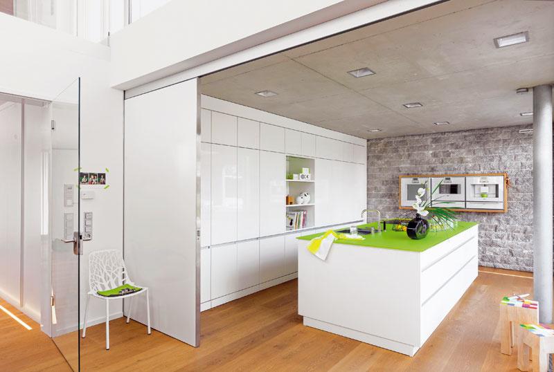 Praktická a moderná kuchyňa sa stala pýchou rodinného domu