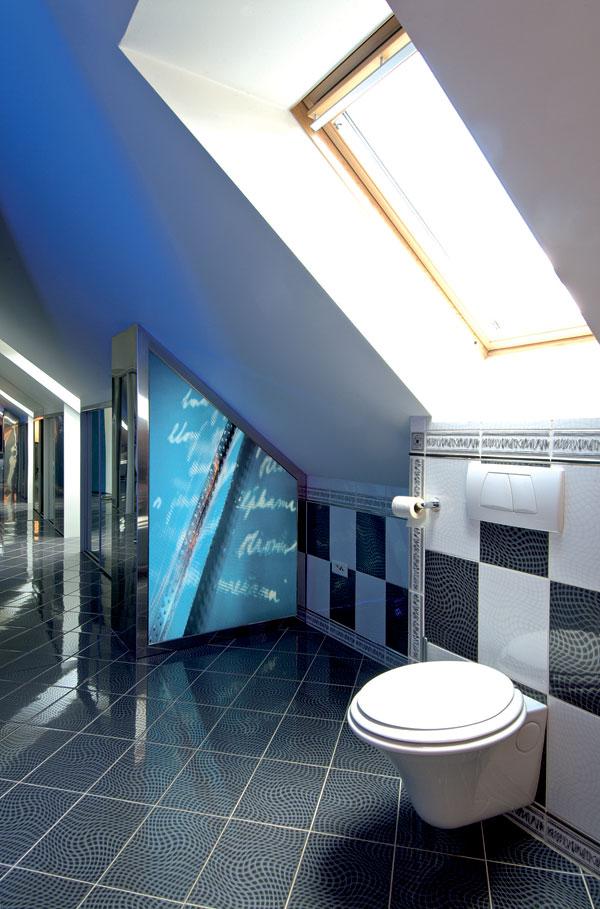 Kúpeľňa s garderóbou v podkroví