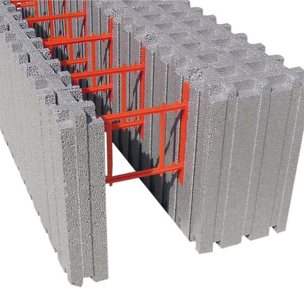 Systém MEDMAX zneoporových tvaroviek dosahuje pri bežne projektovanej hrúbke stien 400 mm tepelný odpor neporovnateľný so štandardnými materiálmi – R = 8,33 m2 . K/W, čím spĺňa požiadavky pasívnej výstavby. Ak máte obmedzený rozpočet, vponuke je lacnejší variant tvaroviek MAXFIX. Systém obsahuje aj tvarovky nadokenných prekladov, okenných ostení a systém stropných a strešných panelov.