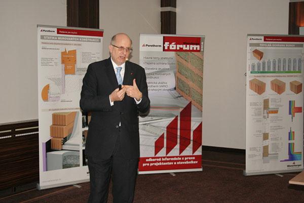 Netradičná prednáška na tému statika murovaných konštrukcií v podaní Ing. Petráška