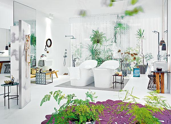 Zmyselná a ženská. Tak popisujú pozorovatelia kúpeľňu, ktorú vytvorila Patricia Urquiola pre Axor, dizajnovú značku spoločnosti Hansgrohe SE. Autorka do nej vložila cit pre kombinovanie rastlín a kvetov s modernými štylizovanými tvarmi výrobkov.