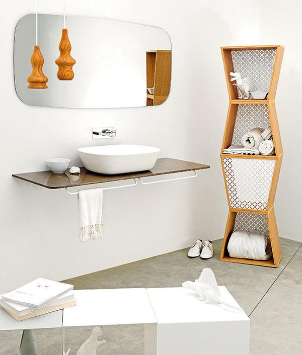 Hravá biela. Netradičný dizajn kúpeľňového nábytku a doplnkov značky ex.t sa vyznačuje dominantnou bielou farbou a správne zvolenými drevenými prvkami. Necháme už na vás, či si modulové skrinky Fretwork z prírodného dreva vyskladáte do veže, alebo poukladáte jednu vedľa druhej.