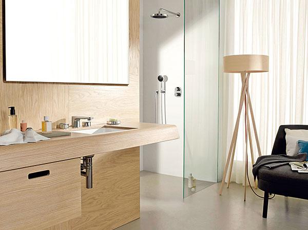 """Elegantná, nadčasová. Tak pôsobí séria produktov značky Dornbracht pod názvom Gentle, od dizajnérov Matteo Thun & Partners. Séria armatúr a doplnkov na umývadlá, vane, sprchy a bidety sa vyznačuje oblými a elegantnými tvarmi. K mottu """"ruka je rýchlejšia ako hlava"""" snáď nie je čo dodať."""